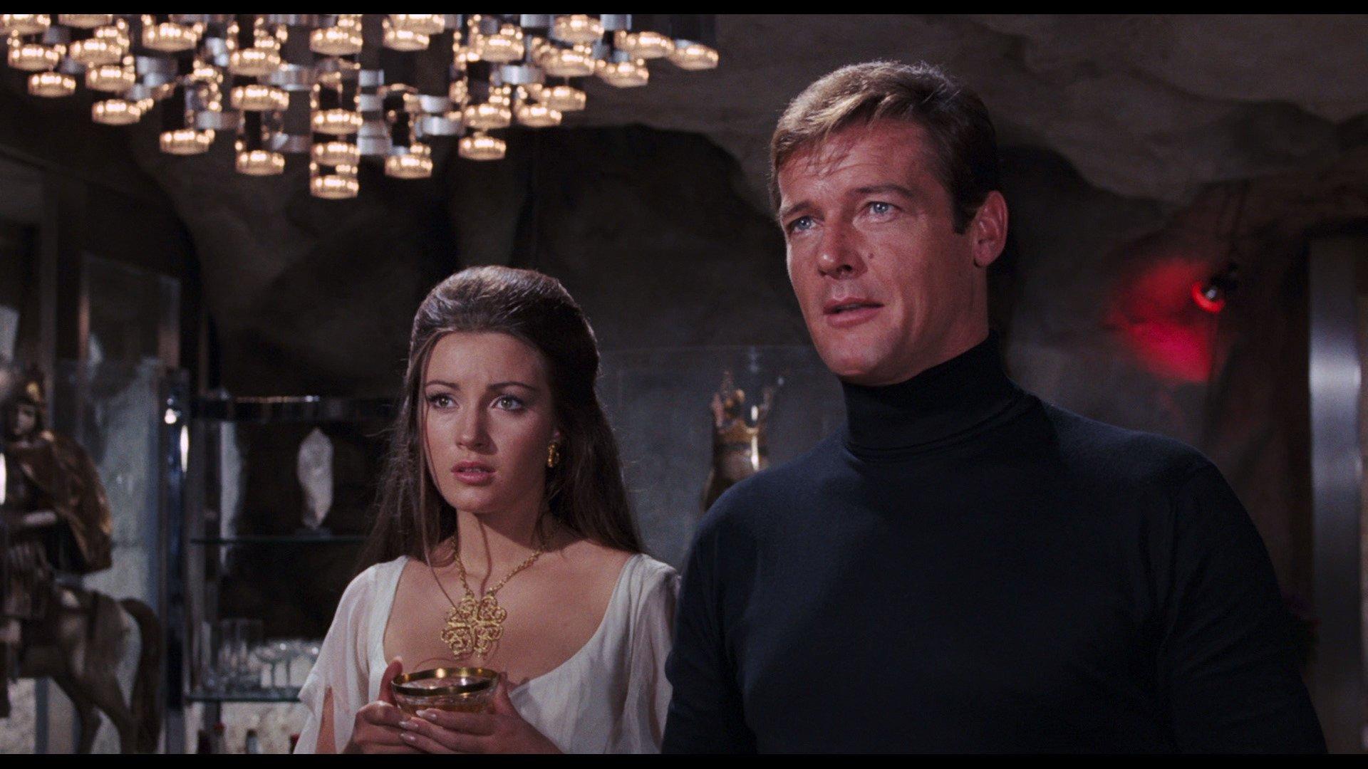 James Bond: secondo Esquire, il migliore è Roger Moore