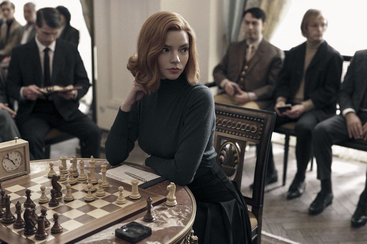 La regina degli scacchi da record: è la miniserie Netflix più vista di sempre