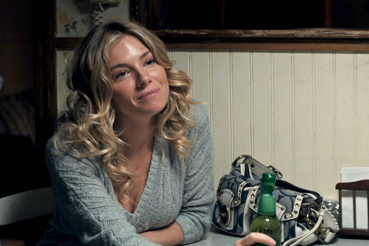 American Woman: recensione del film di Jake Scott con Sienna Miller